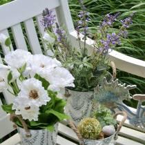 Blomsterdekorasjon lavendel i en gryte. Kunstige planter