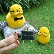Dekorativ figurand med briller gul, morsom sommerdekorasjon, dekorativ and strømmet