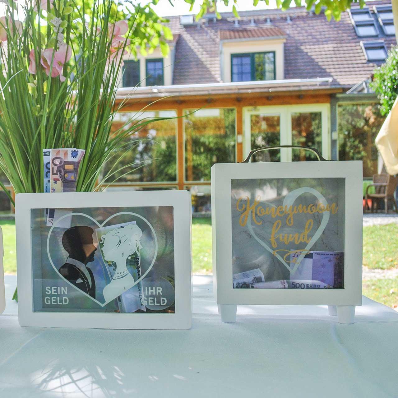 "Bryllupspostkasse ""Honeymoon Fund"" tre med glassfront hvit H15m"